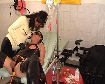 sadomaso lady latex clinic needles