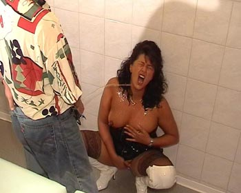 pee peeing wet hot champagne horny clinic games