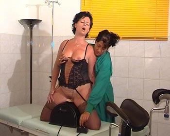 masturbating sybian fuckingmachine masturbate lesbian