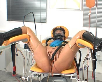 Come on and be with me during the enema rubber session on the gynchair here ...