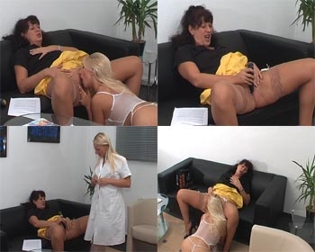 Lesbian games in the clinic waiting room with the nurse