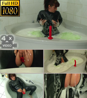 Relaxing evening in rubber in my jacuzzi