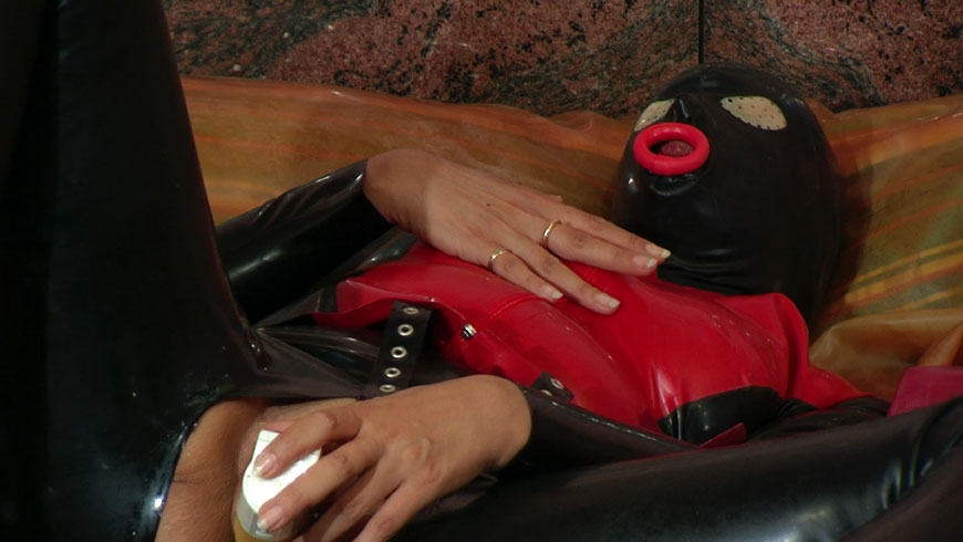 Into the rubberbed the asscunt filled