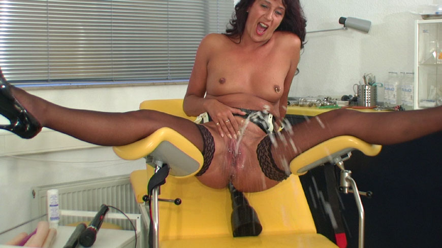 Gaping babes love ass to mouth action 6