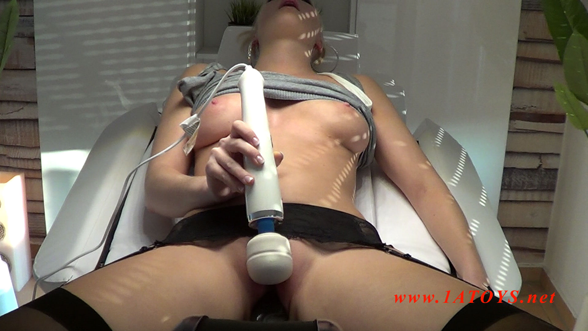 machine squirting orgasm Sindee Jennings Is A Squirting Machine.